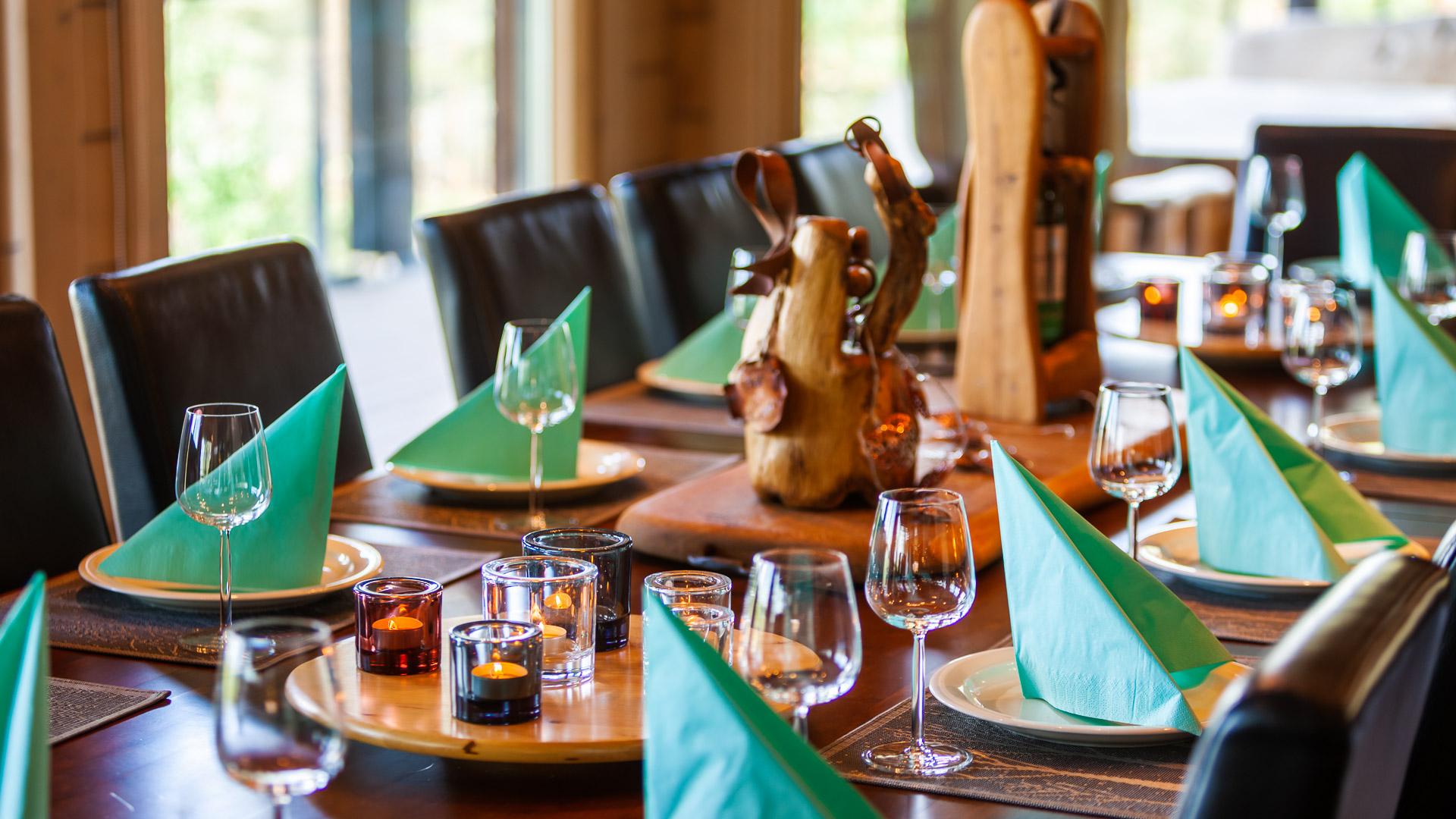 Villa Jami ruokapöytä